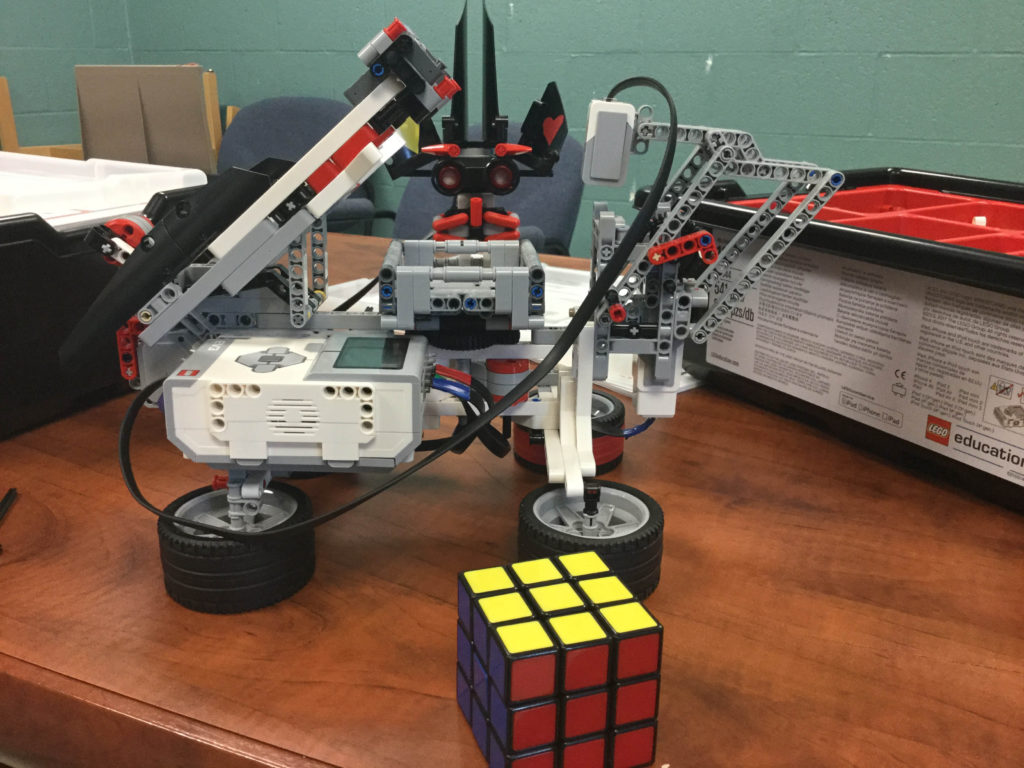 robot with rubik's cube